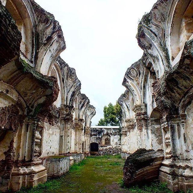 """Los vestigios de la iglesía Santa Rosa de Lima - Antigua """"Hoy son ruinas, pero un día fueron bellísimo testimonial de vida menestral y urbana"""""""