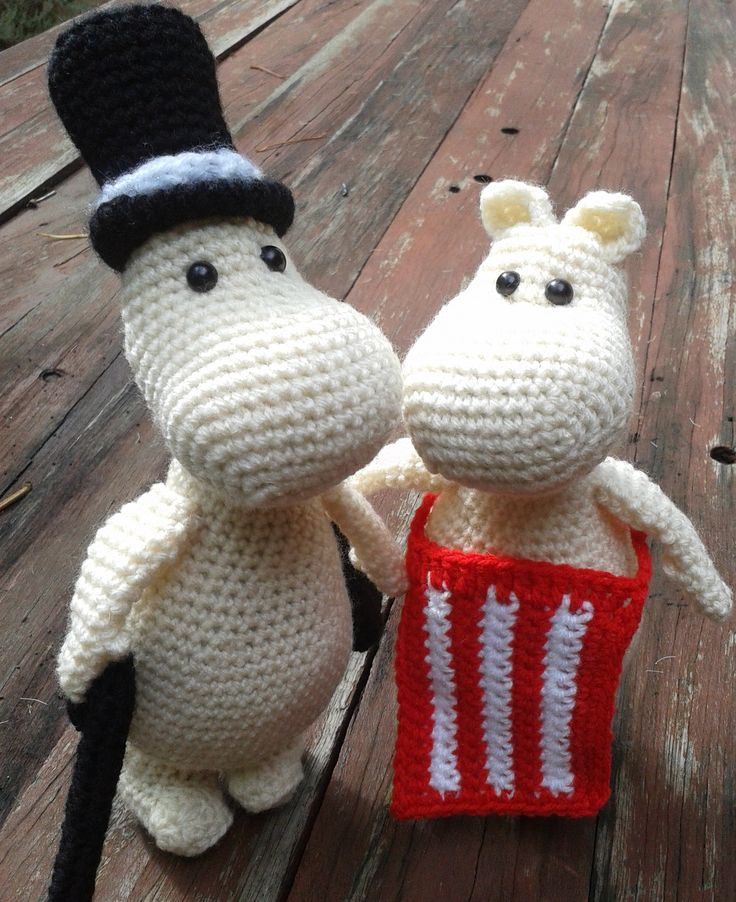 Moominpapa and Moominmama. Project info and pattern link here; http://www.ravelry.com/projects/LindaDavie/amigurumi-moomin