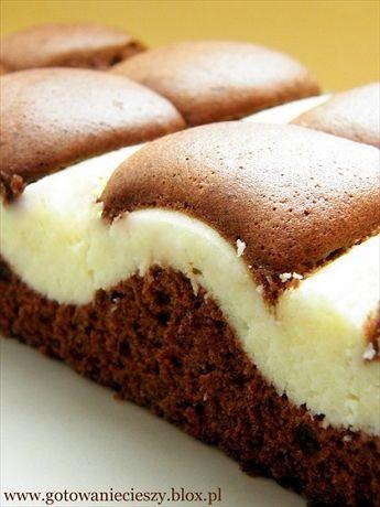 Proponuję Wam dziś połączenie wilgotnego ciasta czekoladowego i sera białego. Wspaniałe połączenie. Ciasto bardzo proste w przygotowaniu, i sądzę, że nie może