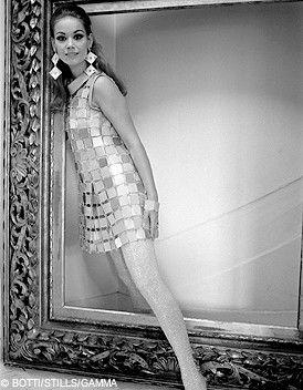 Les années 60 constituent une phase révolutionnaire dans l'histoire de la création vestimentaire... http://www.elle.fr/Mode/Histoire/Mode-annees-60