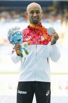 リオデジャイロパラリンピック男子陸上走り幅跳びのT42片大腿切断など機能障害の決勝が日本時間の17日から18日にかけて現地で行われ日本の山本篤が銀メダルを獲得しました やっぱり日本人のメダル獲得は嬉しいですね tags[海外]