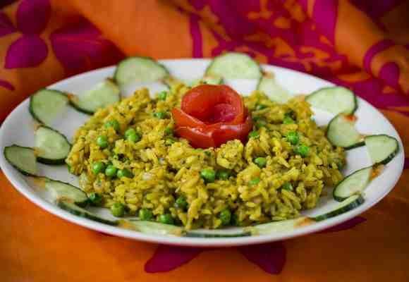Paistettu vietnamilainen keltainen riisi