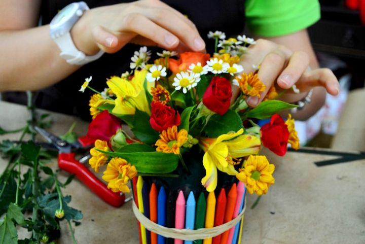 Ваза для цветов из карандашей своими руками