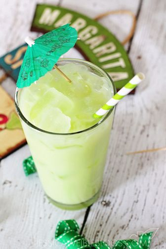 Key Lime Margarita. Click through to try out this #margarita #recipe and 13 more!