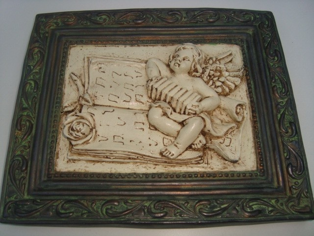 Autor: claudia cecilia espinoza urbina Descripción: Imitación hierro oxidado y marfil en figura de yeso