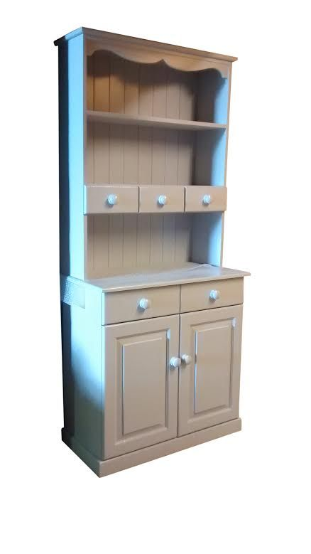 Painted solid wood dresser: www.pinewelshdressers.co.uk