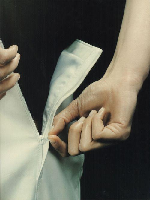 fouiller:    jil sander, spring 1996 campaign shot by craig mcdean