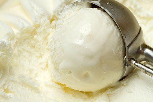 Los trucos para hacer helados cremosos caseros son muy sencillos. Si no dispones de heladera y tienes que hacerlos a mano, lo más importante es evitar que el helado cristalice, ya que de esta manera no queda tan cremoso como a ti te gustan. Uno de ...