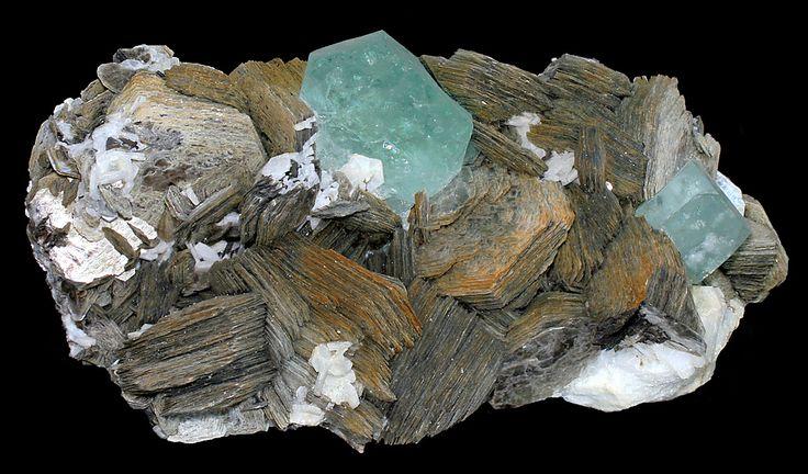 Denver2011-28AquamarineMuscoviteConselheiroPenaGovenadorValadaresMinasGeraisBrazil2.jpg (1059×623): Raw Gemstones, Governador Valadare, Brazil Measures 18 8, Minerals, God Rocks