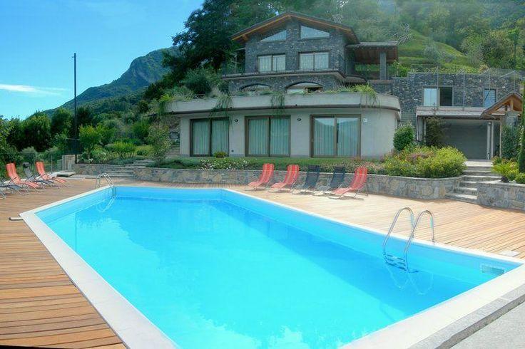 Fantastische villa welke gelegen is aan het Comomeer en een fantastisch uitzicht biedt over dit Italiaanse meer. Dit prachtige huis is te huren via onze website.
