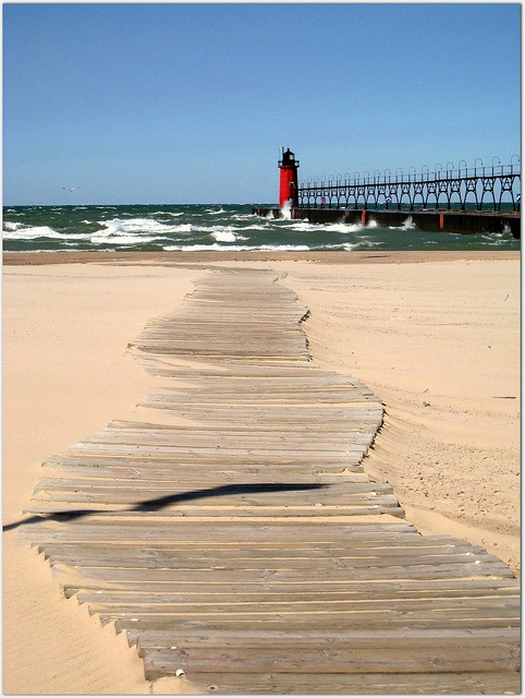 """South Haven, Michigan. Image: Becky, """"LuvMI"""" on Flickr"""