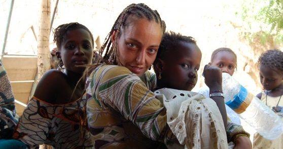http://ift.tt/2j433bT http://ift.tt/2jet71y  El proyecto se desarrolla en Madina Sierra Leona (África) alberga más de 50 niños sin familia donde reciben asistencia social.  El Proyecto Pikin Divain que comenzaron hace 8 años atrás Virginia Bazterrica y Marta Sanchez tiene por misión mejorar la calidad de vida de niños en situación de vulnerabilidad no solo para que tengan cubiertas sus necesidades básicas sino además beneficiarse de la posibilidad de desarrollarse físico y mentalmente…
