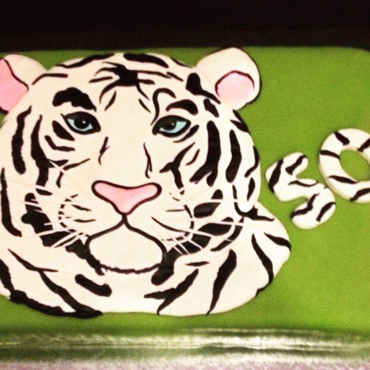 ArtiCakes-witte tijger taart #patisseriemare #pastrychef #entremets #desserts #valrhona #foodart #trouwtaarten #weddingcakes #chocolate #kindertaarten #birthdaycakes