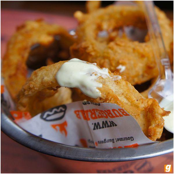 Burger Lab Experience: menu 'modular' e ótimos onion rings