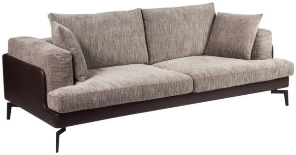 Размер (Ш*В*Г): 240*72*108 Концептуальный силуэт этого дивана сделал бы его типичным представителем Постмодерна, но дизайнеры пошли на смелое решение, декорировав каркас дорогой кожей, что сразу позволило этой модели войти в лакшери сегмент и сочетаться со всеми великими стилями. Ар-Нуво или Ар-Деко, Эклектика и даже Викторианский интерьеры радостно примут к себе это истинное произведение мебельного искусства - просто подберите подходящий Вам цвет и размер.             Метки: Большие диваны…