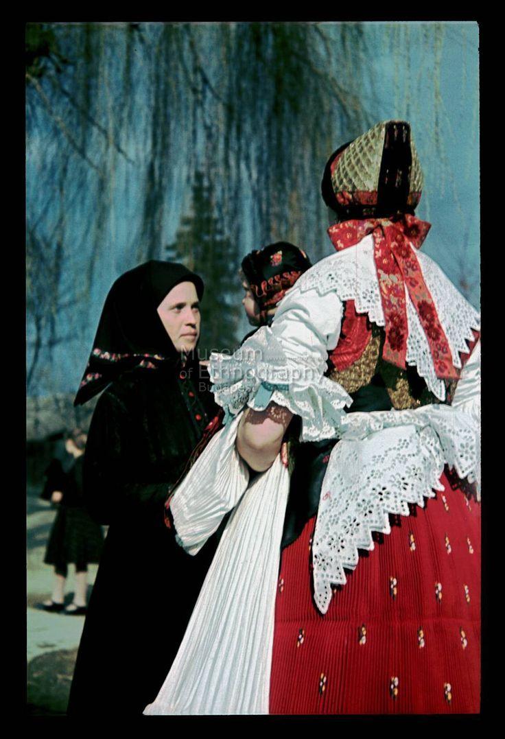 Galgahévízi népviselet,- Néprajzi Múzeum - Online Gyűjtemények  - Felvidék - Hungary