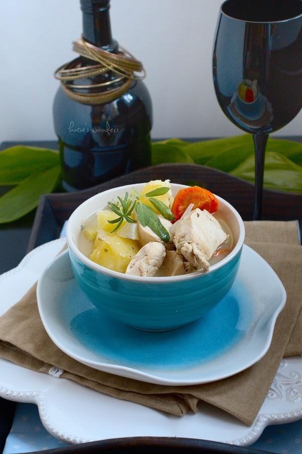 Chicken stew in white sauce