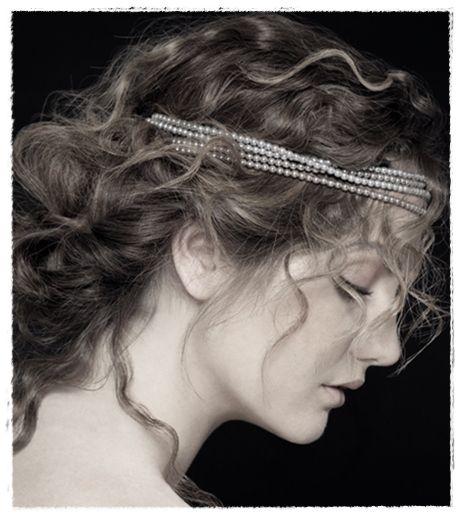 Novia con perlas como tiara - Propuestas de peinados para novias