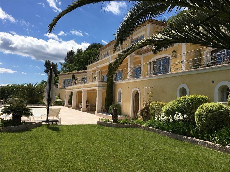 Magnifique propriété à vendre à Cabris dans les Alpes Maritimes chez Capifrance !     > 430 m², 7 pièces dont 4 chambres et un terrain de 8560 m².    Plus d'infos > Aline Mineur, conseillère immobilière Capifrance.