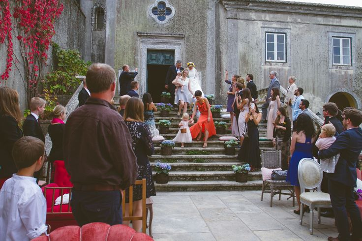 Here comes the bride - www.myvintageweddingportugal.com | #weddinginportugal #vintageweddinginportugal #vintagewedding #portugalwedding #myvintageweddinginportugal #rusticwedding #rusticweddinginportugal #thequinta #weddinginsintra #summerweddinginportugal