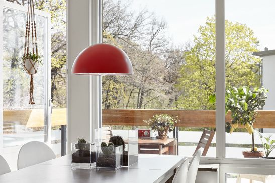 Hammarby Sjöstad lampa matbord utgång till balkong