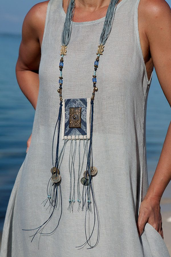 Boho Chic textile jewelry: vintage indigo blue batik piece of cloth -:- AMALTHEE -:- n° 3146