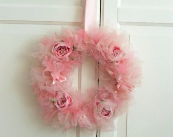 Ghirlanda di Tulle tonalità rosa con fiori e di AylinkaShop
