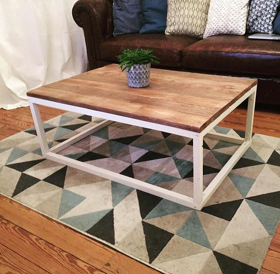 Bois Recupere Belle Table Basse Simple Mais Frappant Le Design Ce Dessus De Table Rustique Est Construit A Part Wooden Coffee Table Rustic Table Coffee Table