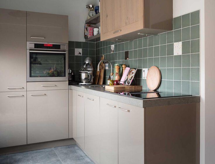 25 beste idee n over taupe keuken op pinterest grijze kasten grijs keukens en schaliehouten - Keuken rustieke grijze ...