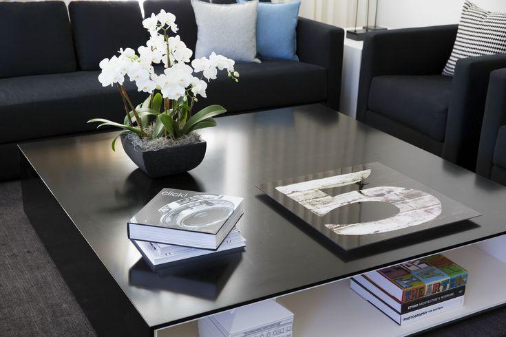 Copley square thornton by cecconi simone inc 5 mesa for Centros de mesa para comedor