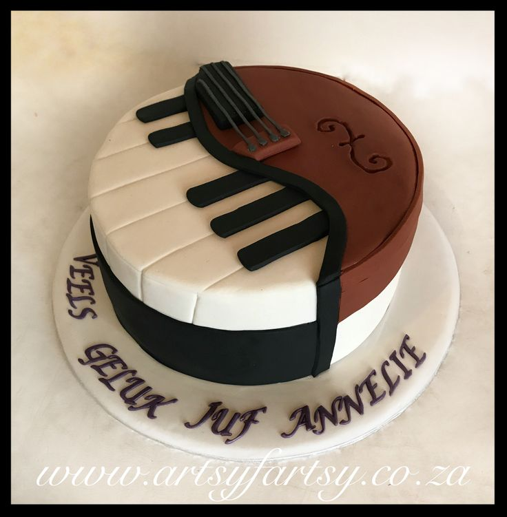 Piano and Violin Cake #pianoandviolincake