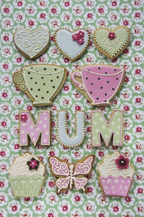 #juliet_stallwood_cakes_and_biscuits This image is fab and the #iced_biscuits don't look bad either!
