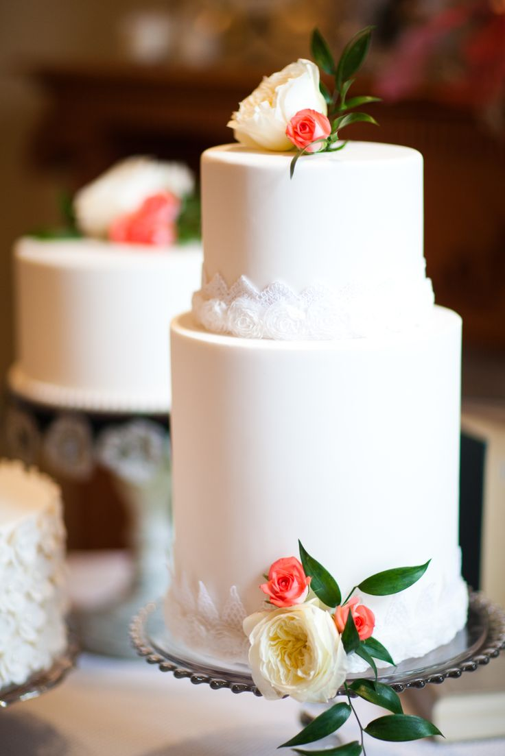 You don't have to do a big cake or a lot of flowers to make it beautiful! Weddings are great like that because every one is going to be different and have its own style and look to it. so do something different and call the people who specialize in different: WILLOW SPECIALTY FLORIST! #willowspecialtyflorist