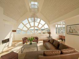 """Strandpenthouse """"Royal Beach"""" für 4 Personen, 140 m², moderne Inneneinrichtung, Sauna, Weinkühlschrank und vielem mehr in Binz (Ostseebad)."""