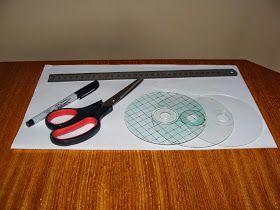 Los mosaiquitos que se ven los hice con viejos cds. rayados.      Les explico el proceso: Con una esponja de acero se le saca la capa gris del cd, se lo limpia con alcohol, con marcador indeleble y regla se dibujan los mosaicos de 1x1 cm. Se recortan con tijera.   Se toma cada cuadradito, se lo pinta con acrílico deseado, se pone otro cuadradito arriba y se lleva al horno (sobre film de aluminio) por unos 7 minutos más o menos.