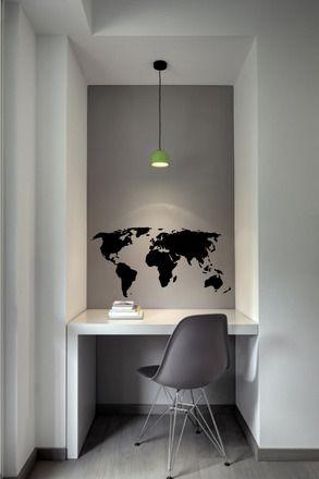 Habiller un mur uni un peu nu, ajouter du style ou une certaine identité à une pièce? A vous d'imaginer l'histoire de ce sticker en vinyle noir brillant. Facile à installer gr - 16969483