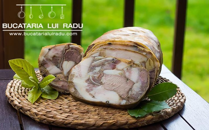 Desii n-am respectat strict reteta de toba de porc, o consider totusi destul de aproape de adevar. Toba de porc afumata, un preparat traditional romanesc. #bucatarialuiradu