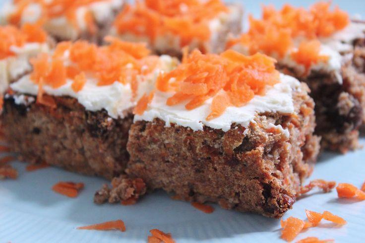 Zei iemand cake? Carrotcake? Vegan Carrotcake? Jawel,dit is wat je nodig hebt op deze zondagmorgen. Dit is de cake waar mijn stagiaire mij heeft omgekocht;)