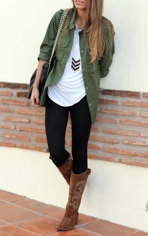 #Outfit military chic! Per chi ama il verde militare sarà perfetto l'abbinamento della camicia da indossare aperta con una lunga collana geometrica e gli stivali stile rodeo.