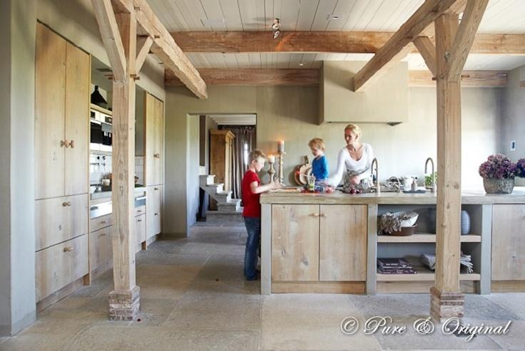 Keuken in het midden van het huis zoals je vaak ziet bij oude boerderijen
