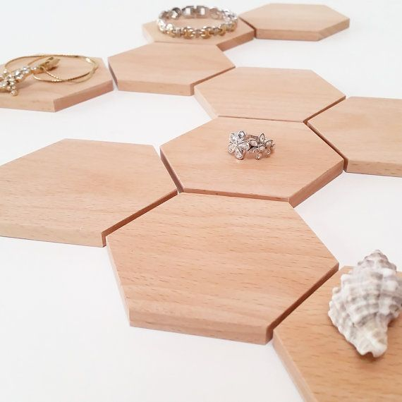 Hoi! Ik heb een geweldige listing op Etsy gevonden: https://www.etsy.com/nl/listing/471630925/mini-jewelry-display-set-15-piece-for