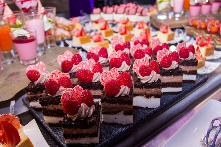 Sweet table valentine 39 s day buffet riu palace mexico for Table 52 valentine s day