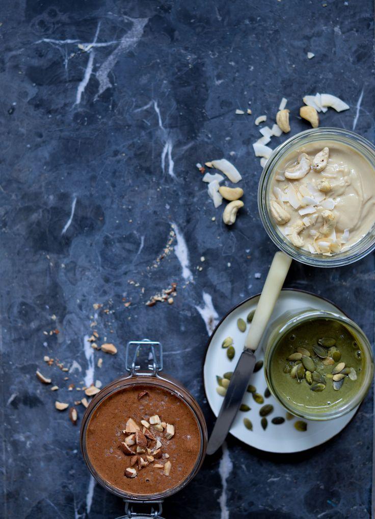 Hjemmelavet nøddesmør og hjemmelavet kernesmør er smør lavet af nødder og kerner - på samme måde du kender fra peanutbutter, bare med andre nødder.