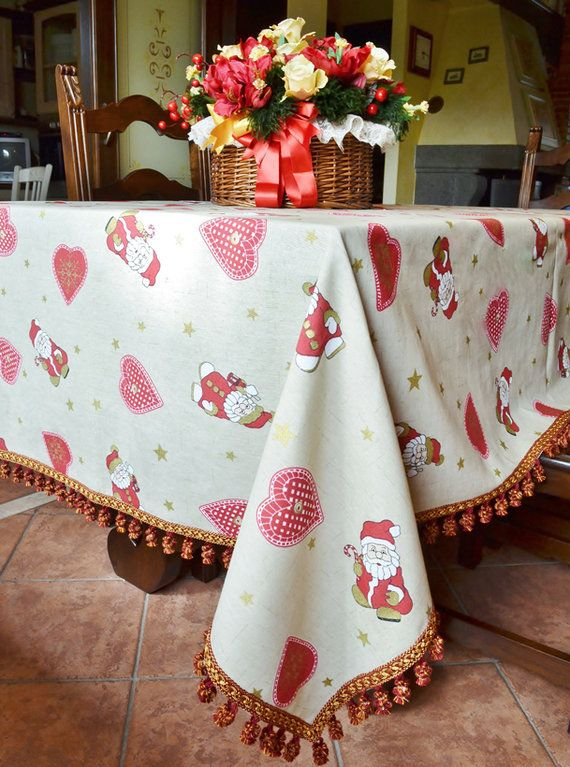 CHRISTMAS HEART TABLE CLOTH - Model 01 - PatriziaB.com  Original and unique Yultide table cloth in an ecru coloured cotton fabric with red and gold patterns. A mix of hearts, stars and Santas