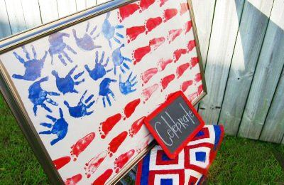 Such a neat and patriotic kids craft idea/ handprint painting/ footprint painting/