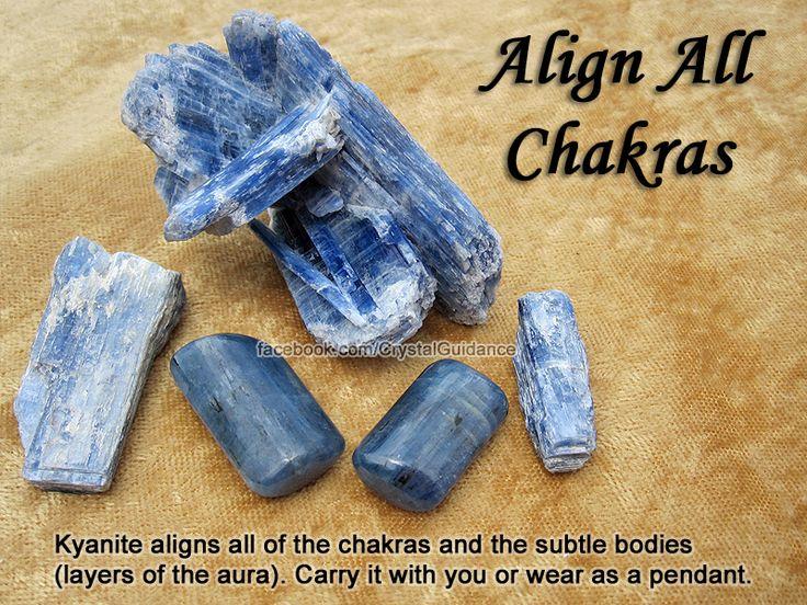 Crystal für alle Chakren ausrichten - Kyanite richtet alle der Chakren und den feinstofflichen   Körper ( Schichten der Aura) . Tragen Sie es mit Ihnen , Abnutzung als Anhänger oder verwenden Sie es als Energiezauberstab , um die Chakren aktivieren. Sie können dies tun, indem sie über jedes Chakra im Uhrzeigersinn dreht.