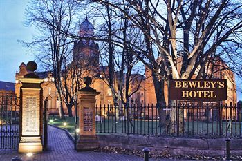 Loved this hotel...beautiful old masonic school.