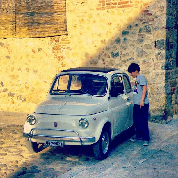 Fiat 500 in Tuscany #fiat500 #italy #italian #iloveitaly #500 #fiat #kid #car #tuscany #vintage #toscana #story