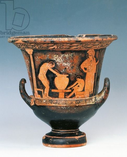 Krater showing a scene of potter at work under the gaze of Athena, red-figure pottery from Sicily, Italy. Ancient Greek civilization, Magna Graecia, 5th Century BC. Artwork-location: Caltagirone, Museo Regionale Della Ceramica (Pottery Museum)