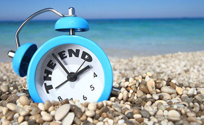 Los días se hacen más cortos y comienza a refrescar por las noches. Un año más, lo bueno se acaba. Y de nuevo una sombra planea sobre nuestra cabeza. Se terminó lo de levantarse sin hora, los días de descanso, de disfrute, de andar por la playa.   #noticias #postvacacional #salud